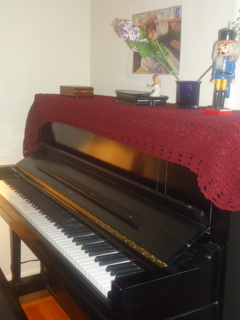 pretty Steinway with blanket