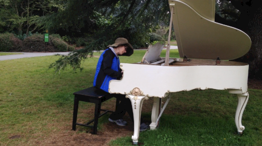 White grand piano 1